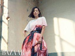 Jun Ji Hyun là đóa hải quỳ mãi không tàn trong đầm Alexander McQueen