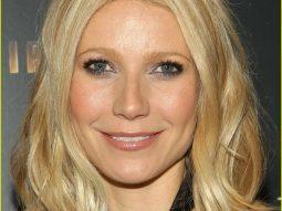 Vì sao Gwyneth Paltrow thích sử dụng khăn nóng rửa mặt?