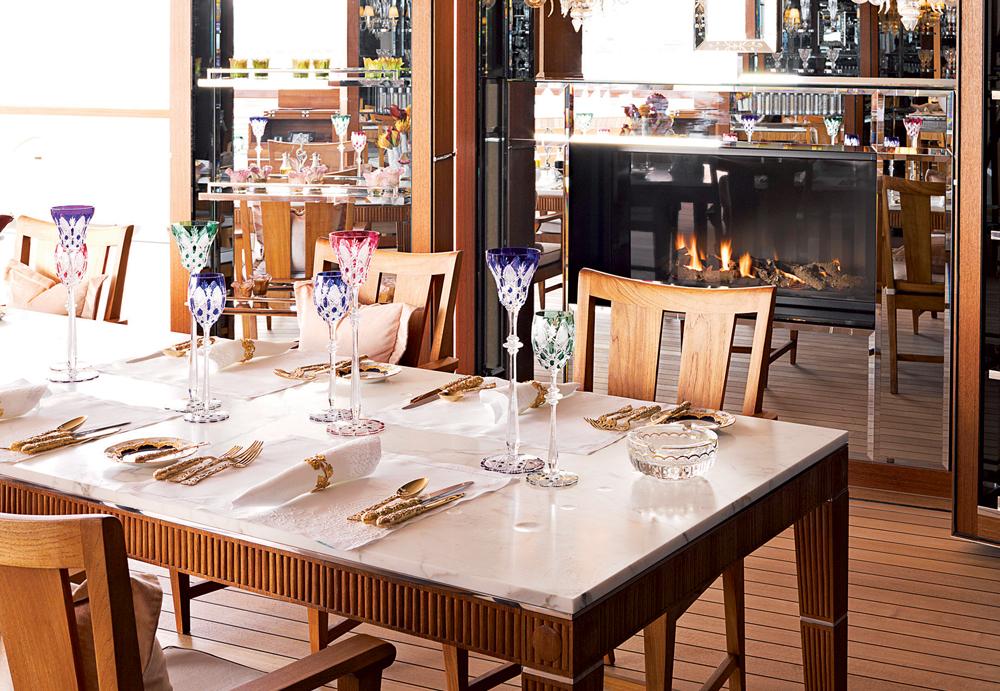 Phòng ăn được chăm chút tinh tế từ những chi tiết nhỏ nhất