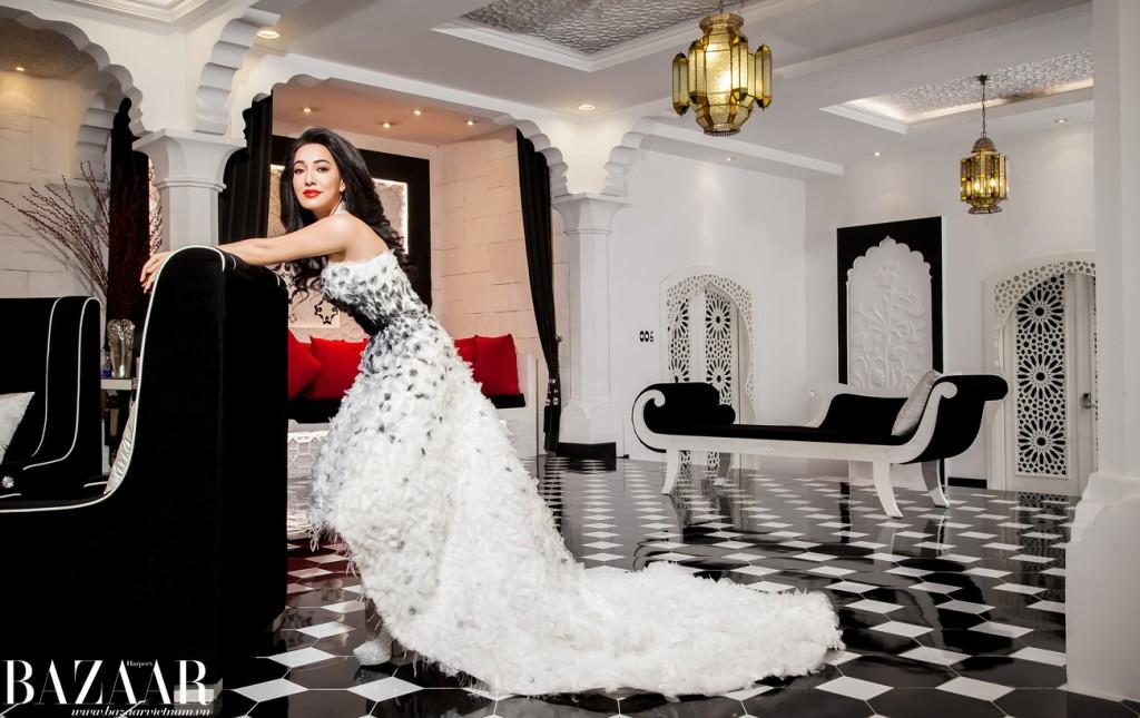 Đầm, Hoàng Minh Hà. Vòng cổ, Dior