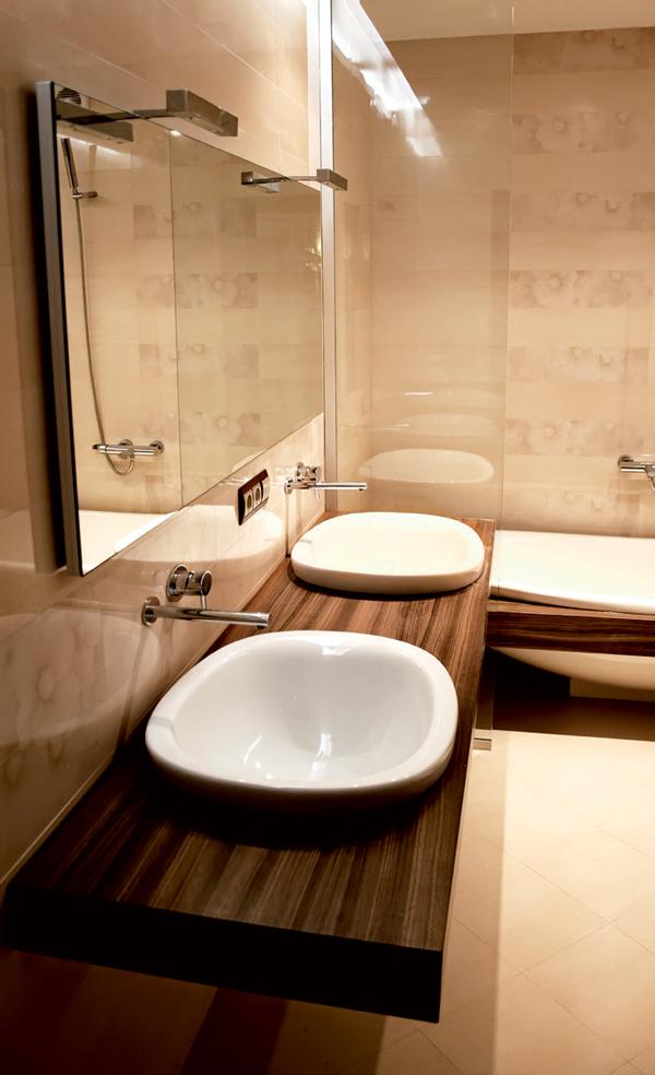 Trang trí phòng tắm với màu nâu giúp tạo ra cân bằng ngũ hành