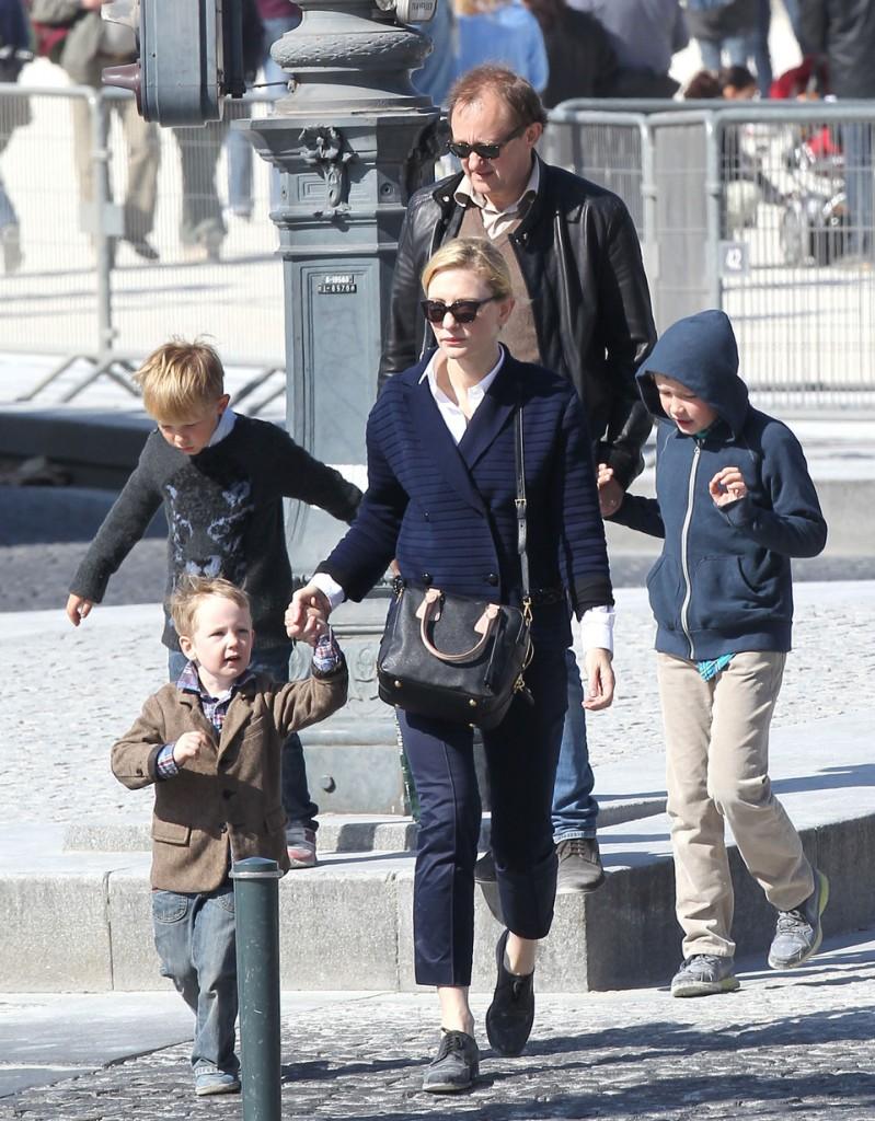 Cate Blanchett cùng chồng và các con