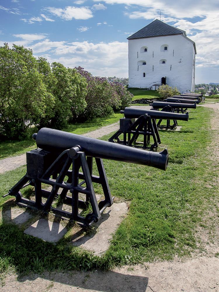 Pháo đài Kristiansten nằm trên ngọn đồi cao ở trung tâm