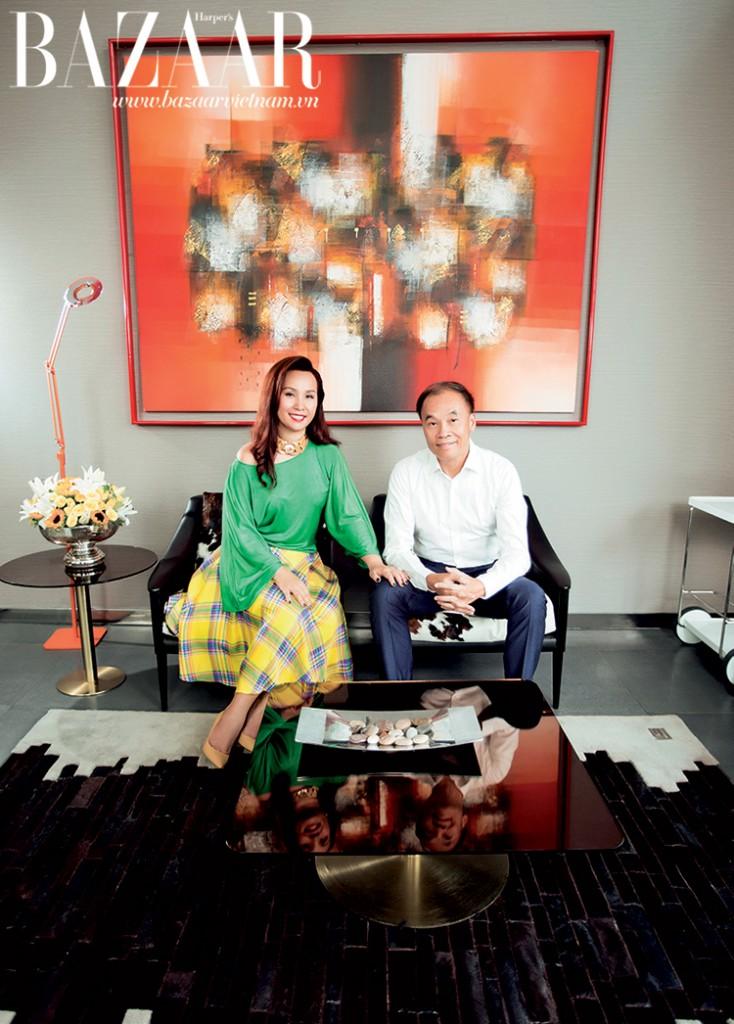 Chị Nguyễn Thị Hồng Hà và chồng, anh Thân Trọng Phúc, Giám đốc điều hành Quỹ DFJ Vinacapital. Chị Hà mặc trang phục của Ralph Lauren, đi giày Valentino