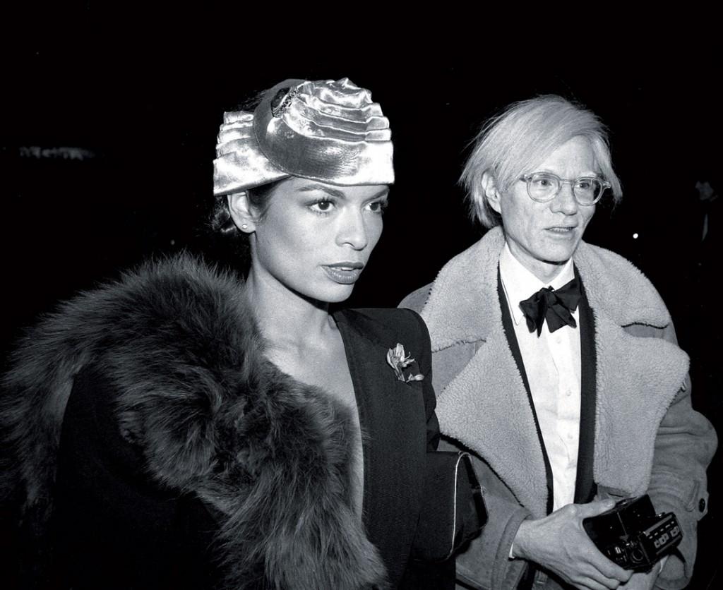 """""""Nữ hoàng của Studio 54"""" và người bạn thân, họa sỹ Andy Warhol"""