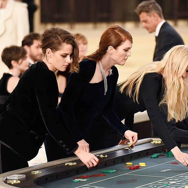Kristen-Stewart-Julianne-Moore-Lara-Stone-Tried-Hands-Table