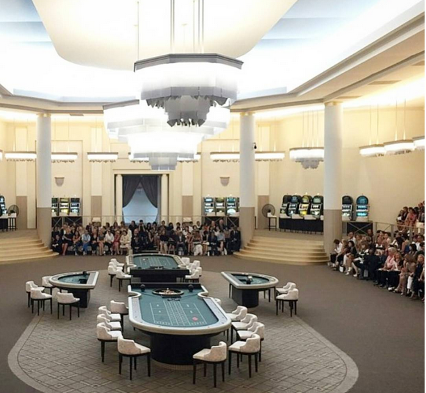 Casino được thiết kế theo cảm hứng Art Deco.
