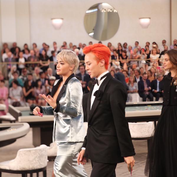 Thủ lĩnh nhóm Big Bang nổi bật với mái tóc đỏ rực
