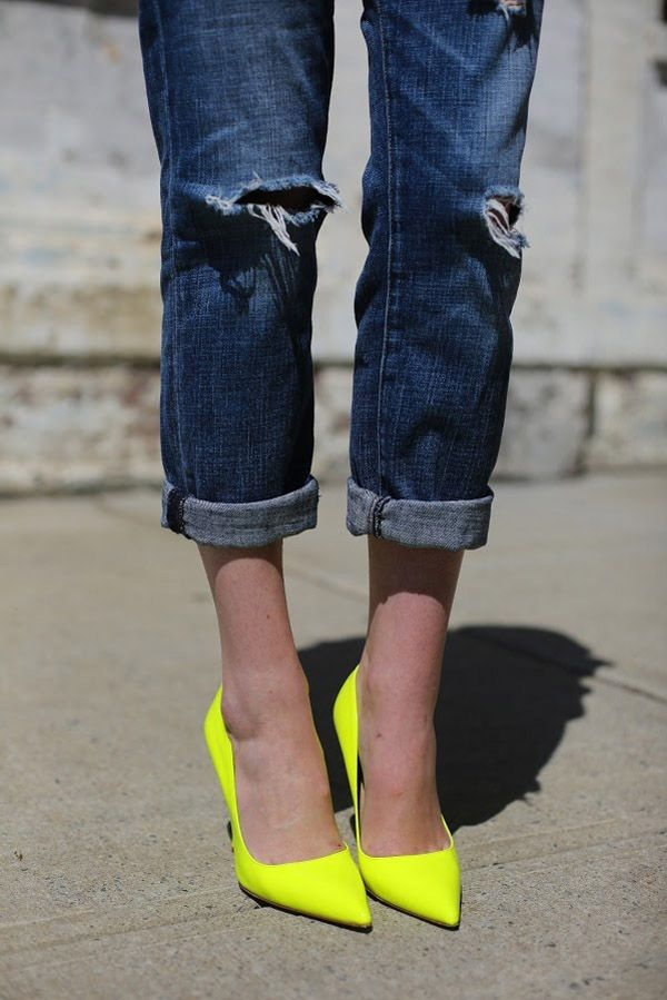 street-style-neon-lime-pumps