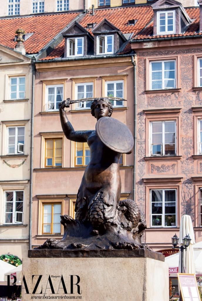 Tượng điêu khắc nàng tiên cá ở quảng trường Rynek Stagero Miasta, Warszawa