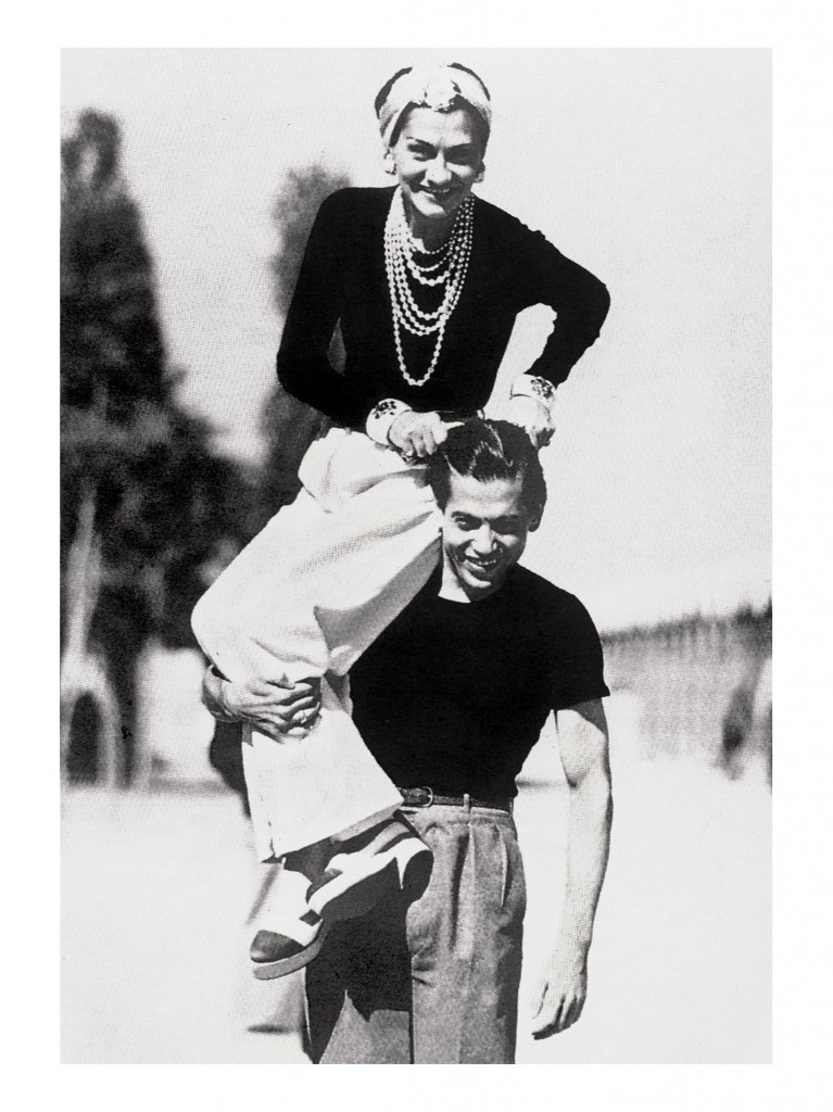 02_Mlle Chanel on the shoulder of her friend Serge Lifar-1937-Photo Jean Moral_HD