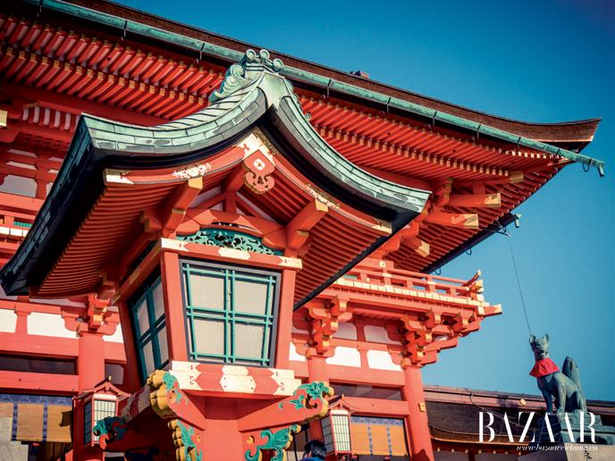Cận cảnh một góc của mái đền Fushimi Inari