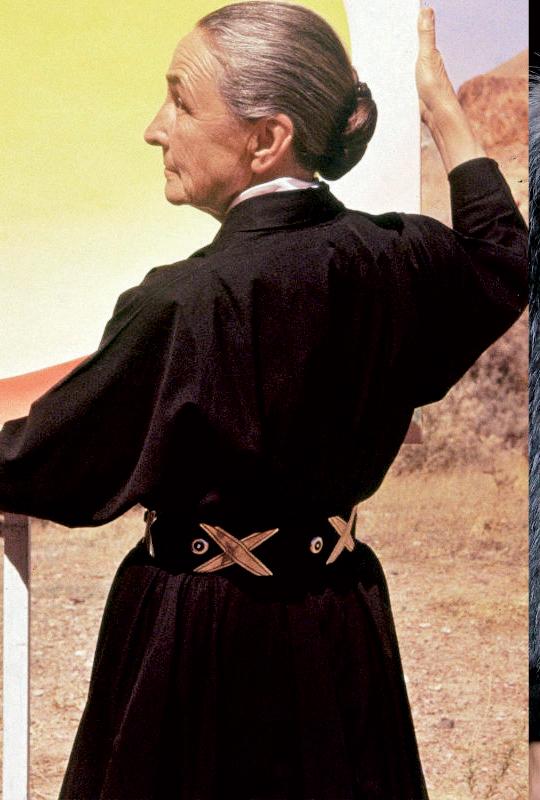 Nữ họa sỹ Georgia O'Keeffe đeo thắt lưng Héctor Aguilar năm 1960