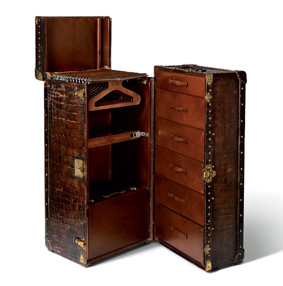 Chiếc rương tủ quần áo bằng da cá sấu của phu nhân J. W. Donahue