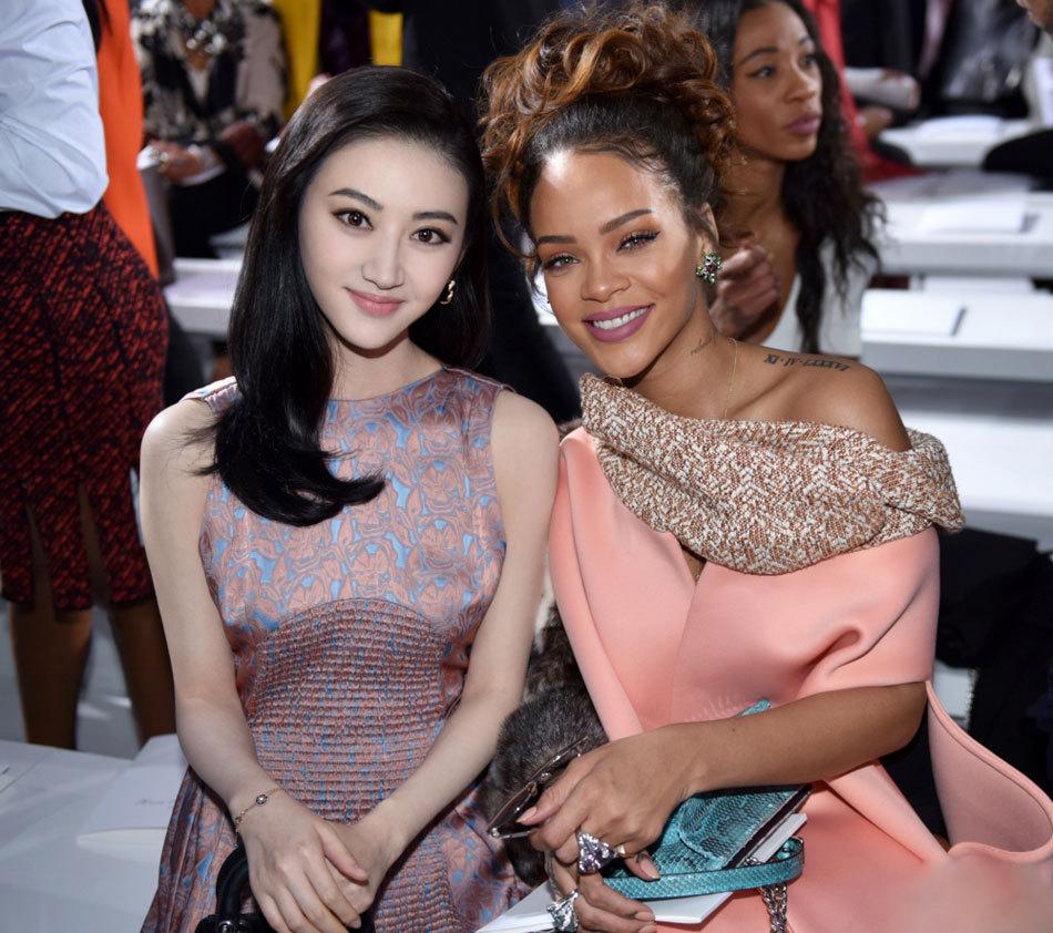 Cảnh Điềm thân mật chụp ảnh cùng Rihanna