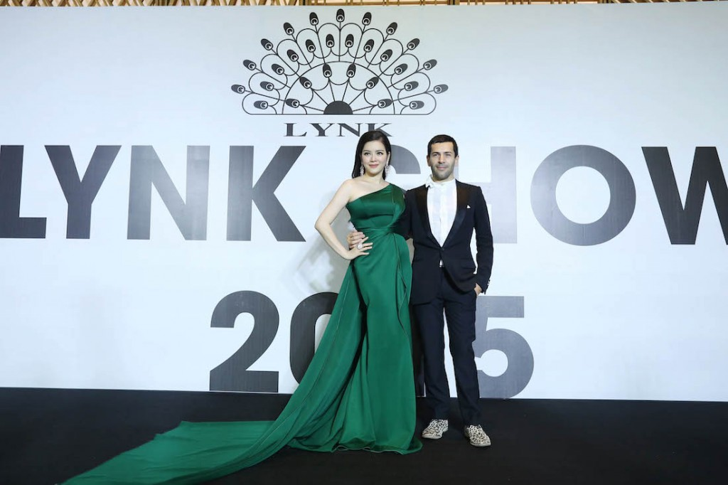 Lý Nhã Kỳ và nhà thiết kế Alexis Mabille trên thảm đỏ Lynk Fashion Show. Ảnh: Đại Ngô