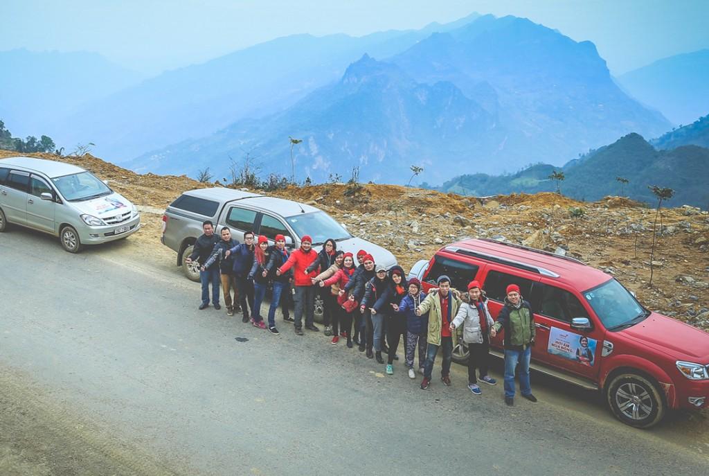 """Vượt gần 500km trên cung đường đồi núi quanh co với những con dốc dài thăm thẳm, """"Hội CANIFA Vì Cộng Đồng"""" đã thực hiện khảo sát cho chương trình """"Hơi ấm mùa đông"""" năm thứ 11 tại Sìn Hồ, Lai Châu, một trong những huyện nghèo nhất Việt Nam."""