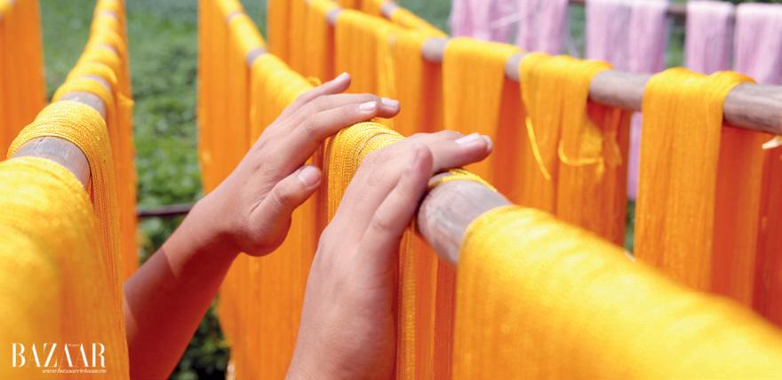 Chỉ thêu được chọn lựa kỹ càng. Chỉ thêu là tơ mua ở Nam Định về nhuộm tại thôn Nguyên Bì