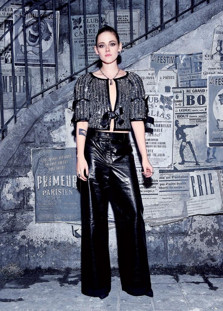 """Kristen Stewart mặc trang phục Chanel tại show diễn của hãng này mang tên Métiers d'Art """"Paris in Rome 2015/16 tại Rome ngày 1–12 vừa qua"""
