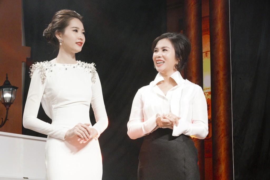 PROJECT-RUNWAY-VIETNAM-2015-DANG-THU-THAOBà Lưu Nga - TGĐ thương hiệu thời trang Elise và hoa hậu Đặng Thu Thảo - Đại sứ thương hiệu thời trang Elise (1)