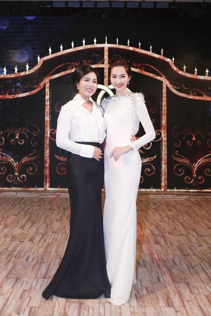 Bà Lưu Nga - TGĐ thương hiệu thời trang Elise và hoa hậu Đặng Thu Thảo - Đại sứ thương hiệu thời trang Elise