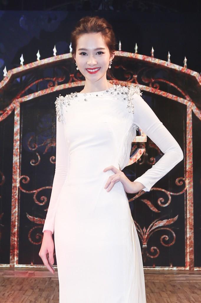 PROJECT-RUNWAY-VIETNAM-2015-DANG-THU-THAO_J0A5695