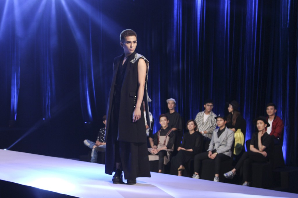 PROJECT-RUNWAY-VIETNAM-2015-TAP3-NTK Anh Minh va ca si Will chien thang trong tap 3(10)