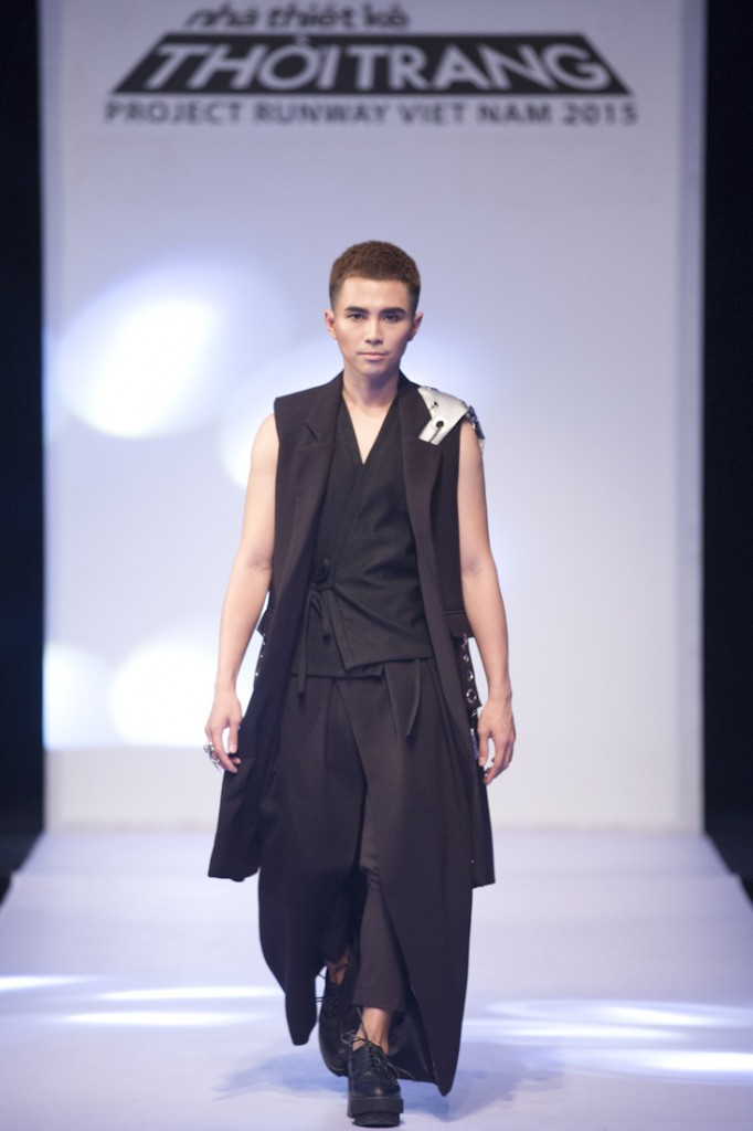 PROJECT-RUNWAY-VIETNAM-2015-TAP3-NTK Anh Minh va ca si Will chien thang trong tap 3(4)