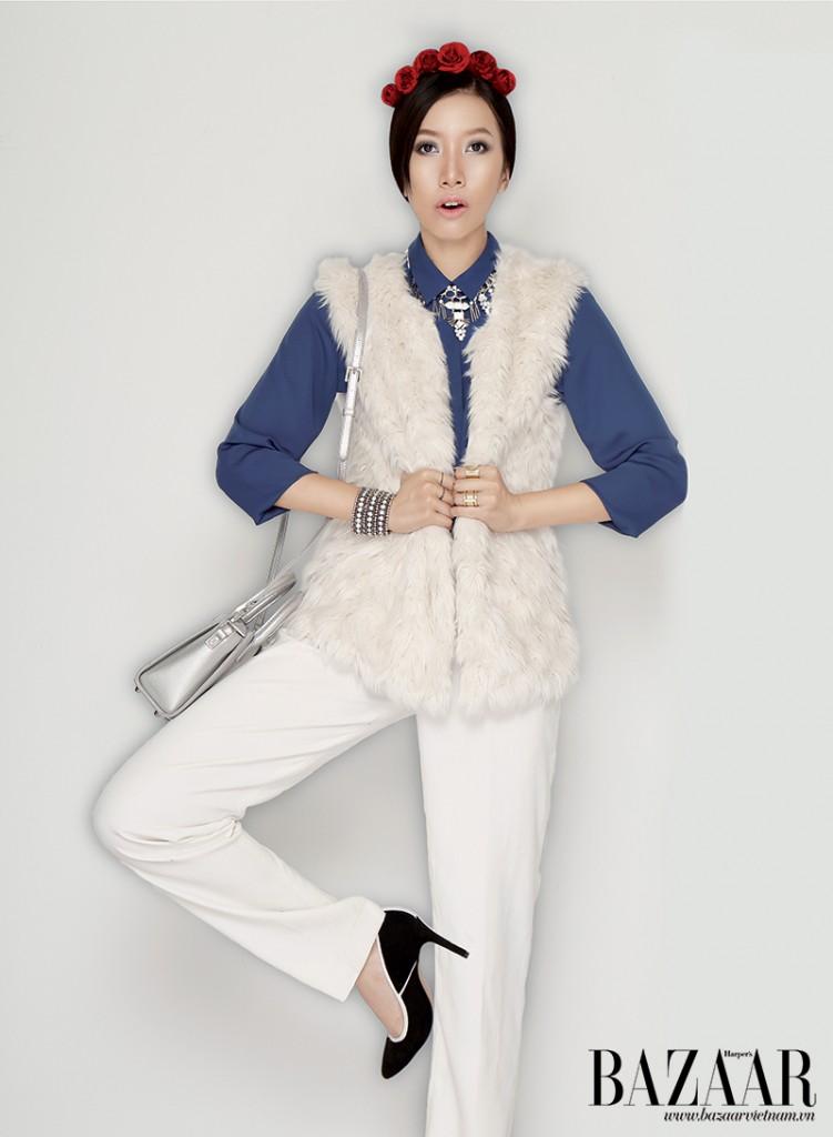 Sơ-mi xanh, quần ống rộng màu trắng, Mango. Túi, Accessorize. Vòng cổ, nhẫn, Topshop