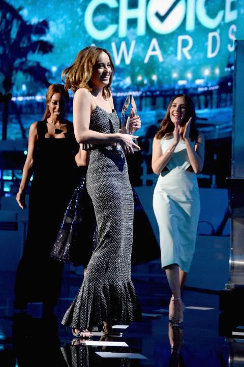 dakota-johnson--People-Choice-Awards-2015
