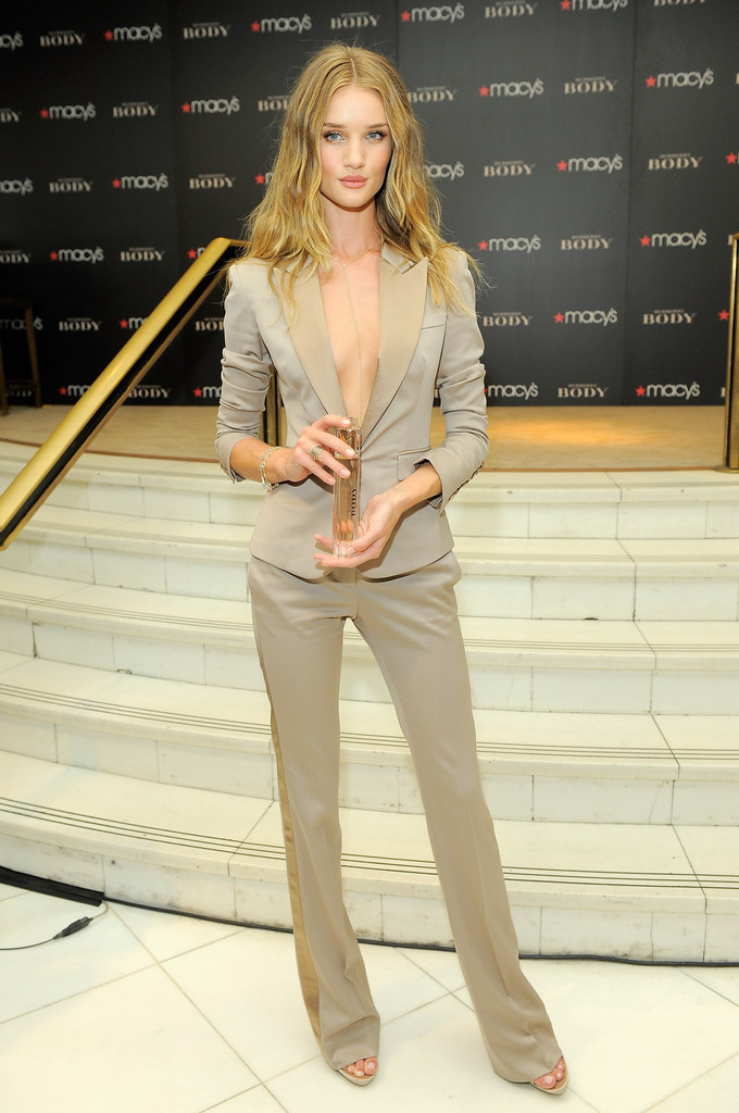 edi_pant suit_Rosie Huntington in Burberry