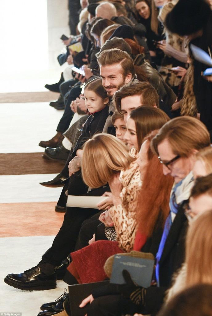 Victoria-beckham-show-nha-beckham-front-row-6