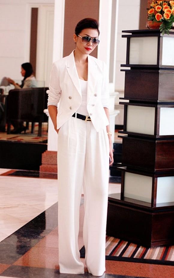 Thanh Hằng là ngôi sao tích cực lăng xê mốt trang phục suit, và cũng là 1 trong những sao nữ mặc suit đẹp nhất showbiz Việt