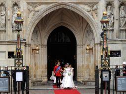 Gucci lần đầu tiên trình diễn show Cruise 2017 ở nhà thờ Westminster Abbey