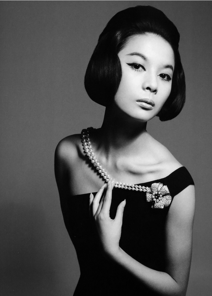 hiroko-matsumoto-chat-noir-dress-from-diors-ysl-autumnwinter-collection-1960-august-1960-c2a9-richard-avedon