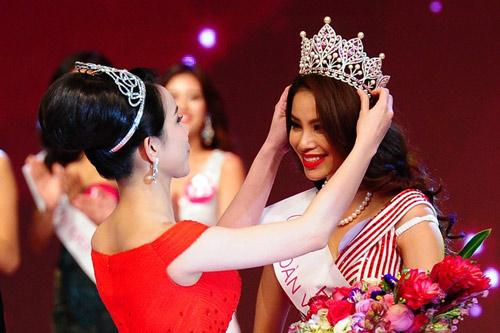 Chiếc vương miện trao cho Hoa hậu Phạm Hương