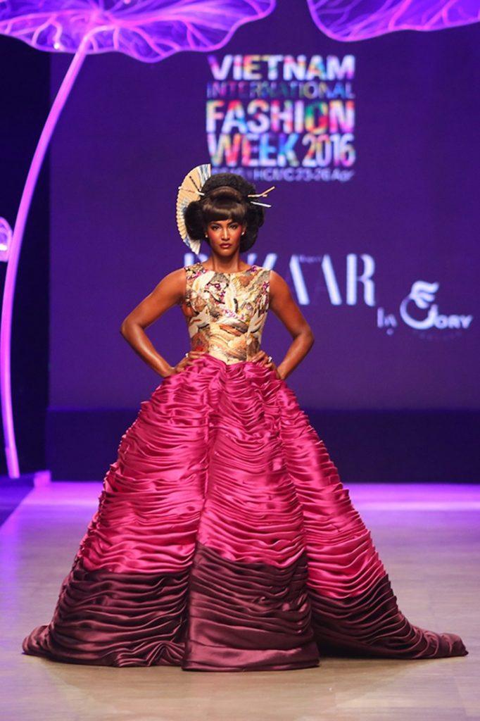 6-xu-huong-thoi-trang-len-ngoi-trong-vietnam-international-fashion-week-19