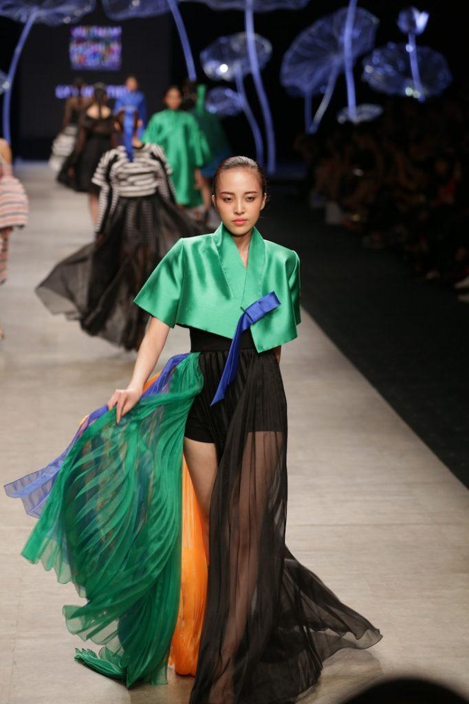 6-xu-huong-thoi-trang-len-ngoi-trong-vietnam-international-fashion-week-27