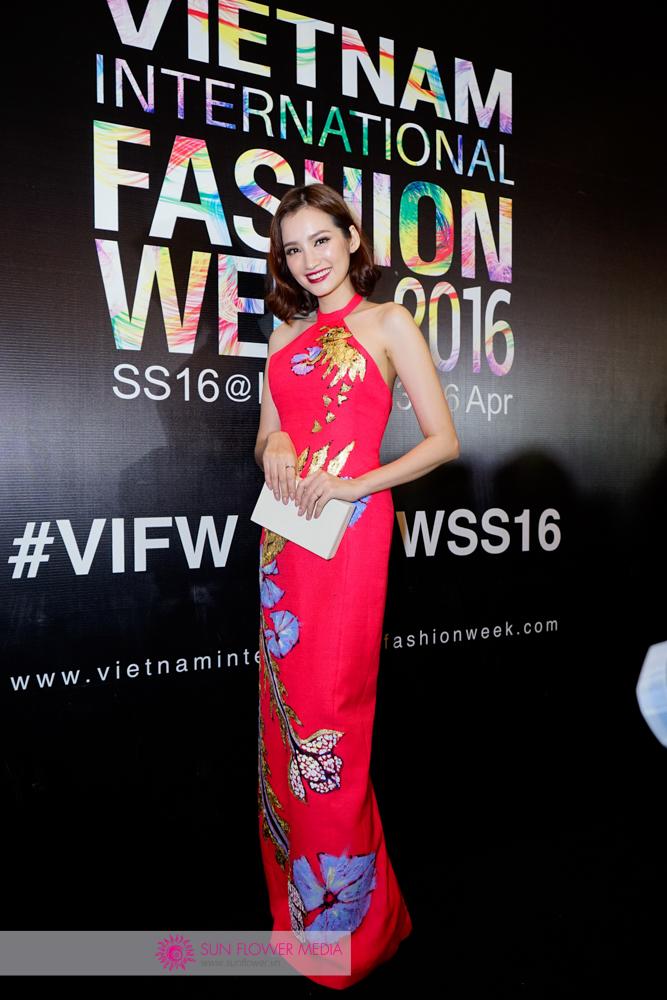 Hoa hậu Trương Chi Trúc Diễm nổi bật trong chiếc đầm Tiny Ink màu hồng