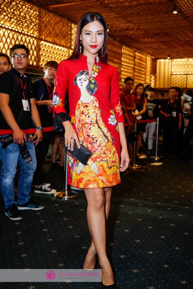 Á hậu Hoàng Oanh đầy mới lạ với phong cách Á Đông và màu môi trầm cá tính