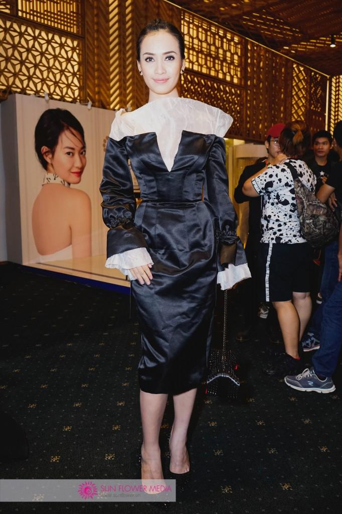 Nữ ca sỹ Ái Phương nền nã và sang trọng với đầm đen từ NTK Hoàng Minh Hà