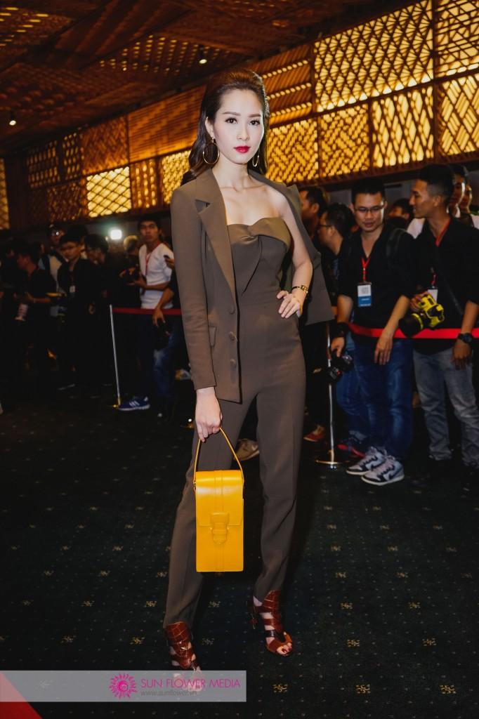 Hoa hậu quốc dân Đặng Thu Thảo cá tính với set đồ menswear nâu trầm cùng túi Hermes nổi bật