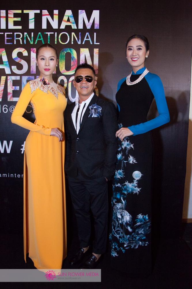 Người mẫu Trâm Anh, Thái Hà cùng xuất hiện với NTK Đinh Văn Thơ trong các thiết kế được trình diễn tối nay