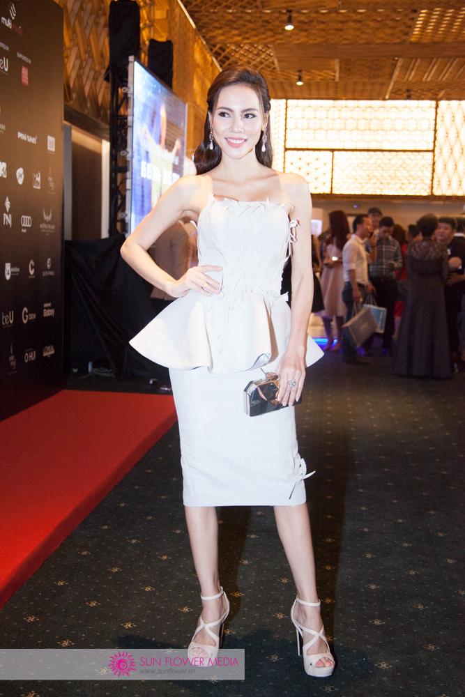 Người mẫu Lệ Quyên trong một thiết kế khác của NTK Hoàng Minh Hà
