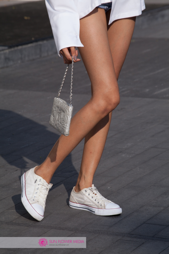 Túi xách Chanel trở thành điểm nhấn đắt giá trong set đồ của Hoàng Thuỳ