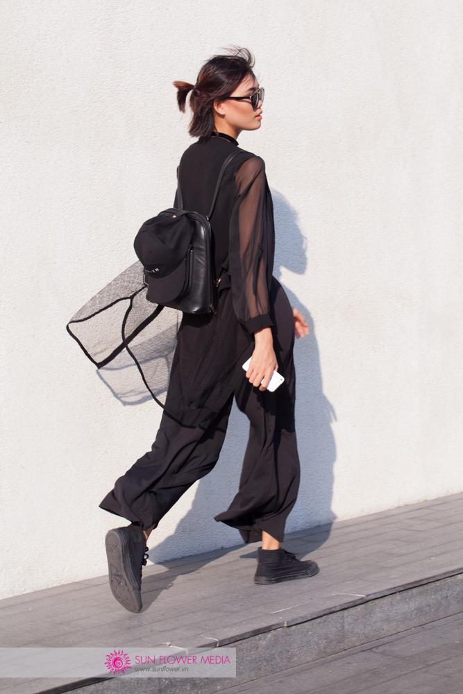 Nguyễn Hợp cá tính với áo sơmi trong suốt cùng quần ống suôn đen