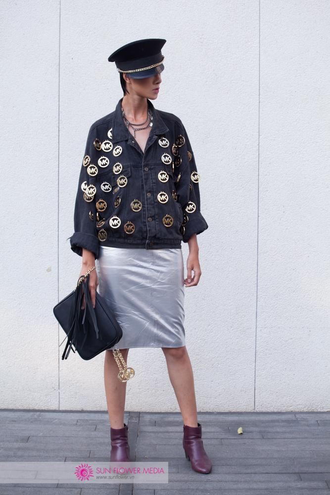 Hà Kino chọ cho mình một set đồ phụ kiện khác từ Liulius Boutique và chân váy Ngô Thái Bảo Loan