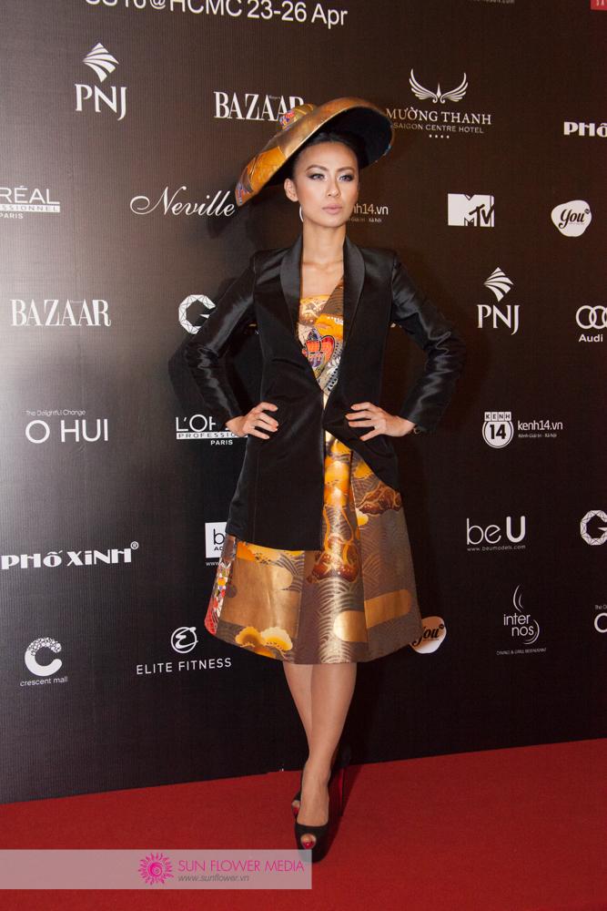 MC Huyền Ny nổi bật trong thiết kế mới nhất từ BST Harper's Bazaar by Cory Couture được trình diễn ngày 23-04