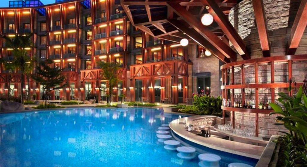 Khách sạn Hard Rock Singapore view hồ bơi lộng lẫy về đêm