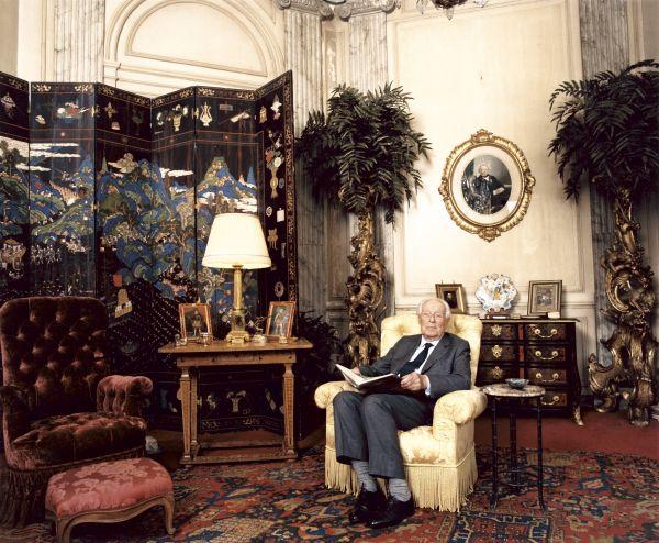 Bức ảnh hậu duệ nhà Rothschild - Guy De Rothschild được chụp vào tháng Sáu năm 2002 tại Paris